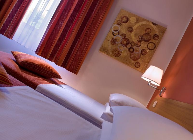 Camera doppia con letti singoli per le vacanze di amici a Bibione