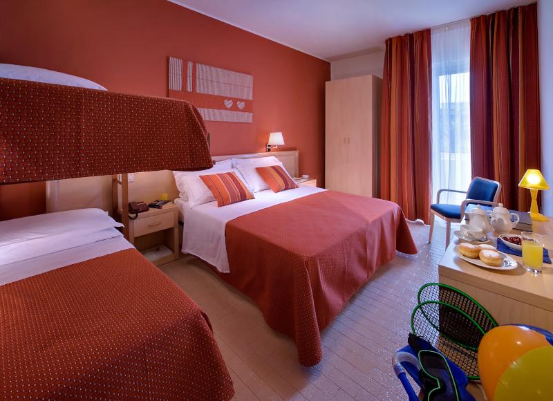Camera familiare con letto a castello per le famiglie in vacanza a Bibione