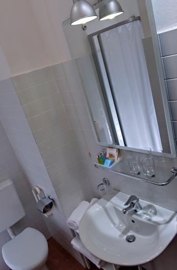 Uno dei bagni dell'hotel Renania