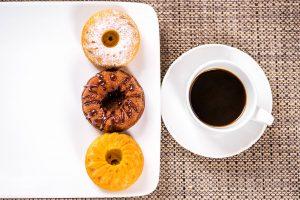 Caffè e tortine calde