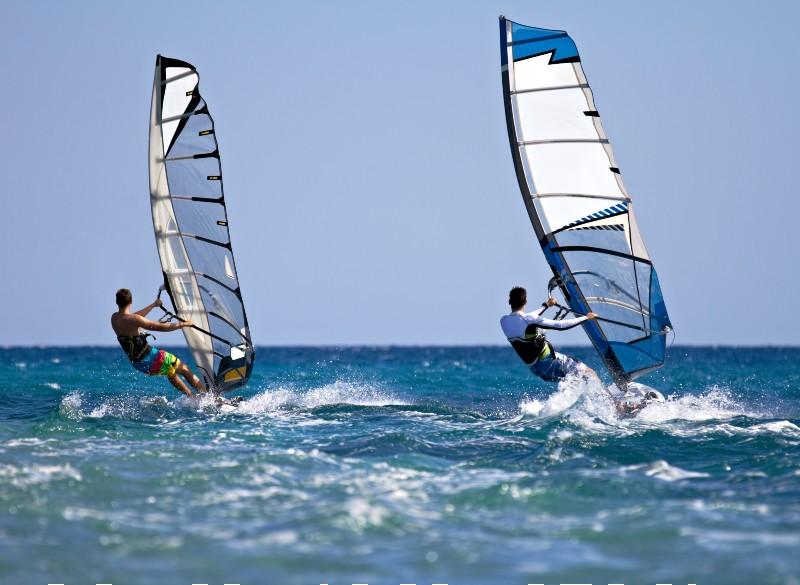 A Bibione puoi praticare anche il windsurf