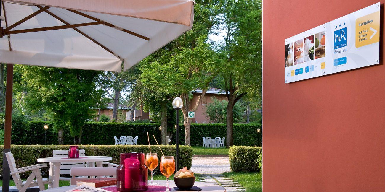 Aperitivo nel giardino dell'hotel Renania